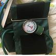 Sfigmomanometro aneroide senza lattice con manometro sul bracciale colore verde